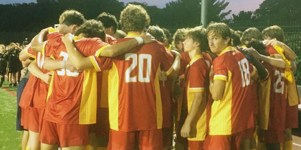 Calvert Hall holds off hard-charging McDonogh in early MIAA A Conference showdown